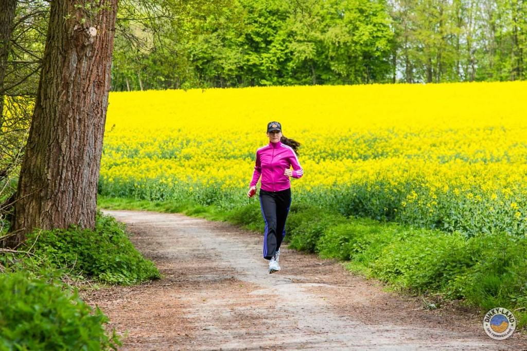 Joggen am Rapsfeld